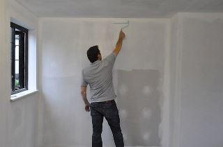 Фото процесса Грунтовка стен в Казани