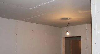 Фото процесса Грунтовка потолка в Казани