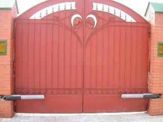Металлические распашные ворота в Казани
