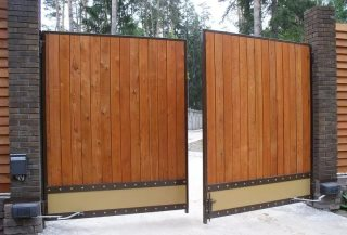 Фото процесса производства Деревянные распашные ворота в Казани